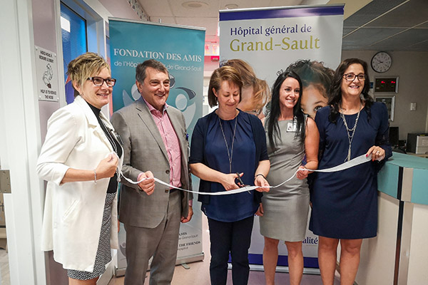 From left to right: Renelle Thibodeau, Regional Director – General Practice, Medicine, and Palliative Care; Gilles Lanteigne, President and CEO; Annie Daneaul, Vice-President of the Foundation of the Friends of the Grand Falls General Hospital; Lisa Thibodeau; Manager – Clinical Services; Nicole Labrie; Manager of Chronic Conditions and Facility Representative.